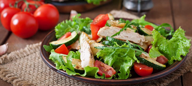 Plat de salade fraîcheur au restaurant la Goujonnette