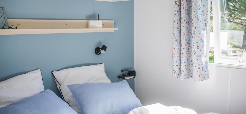 Chambre parentale mobil home Riviera suite