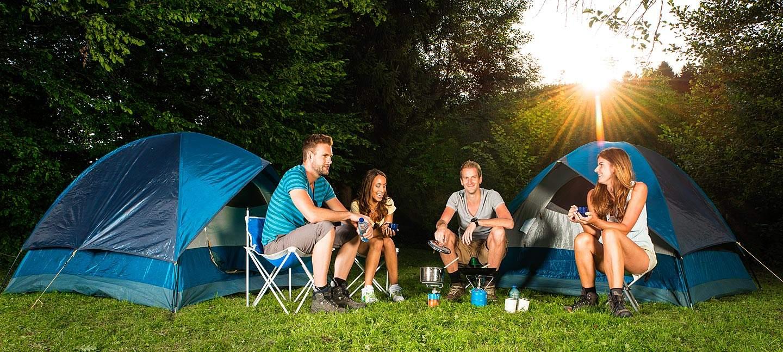 Emplacement tente entre amis sur le camping